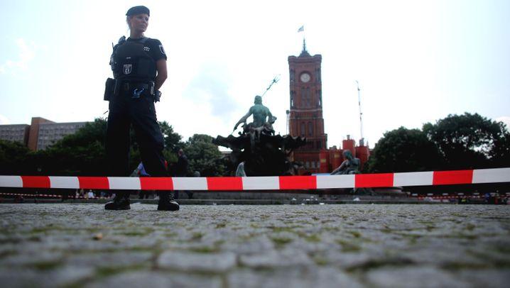 Berlin: Schüsse vor dem Roten Rathaus