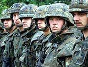 Für die Bundeswehrsoldaten heißt es: Abmarsch ins Kosovo