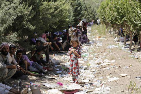 Vertriebene Jesiden: Ausharren in Müllbergen, Hauptsache im Schatten