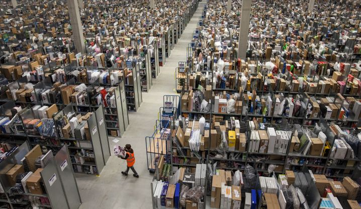 Lagerhalle des Post-Kunden Amazon