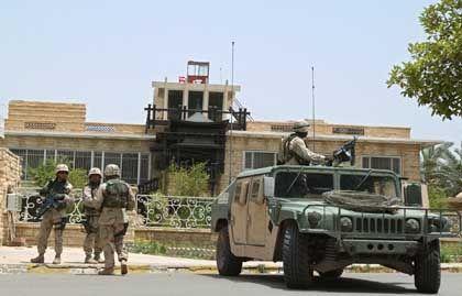 """Rein irakische Angelegenheit"": US-Soldaten vor dem Tschalabi-Anwesen"