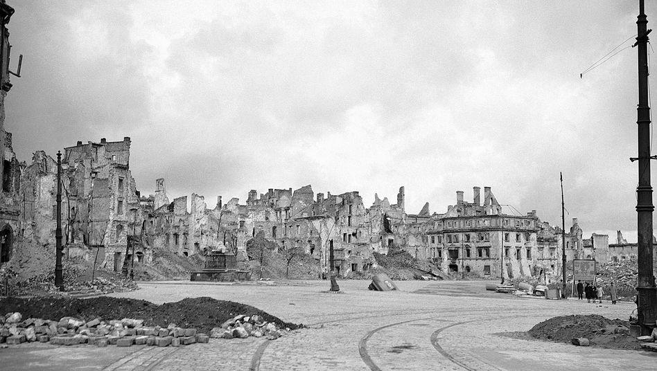Warschau im Oktober 1945: Hier hatte sich ein Jahr zuvor die polnische Heimatarmee gegen die deutsche Besatzungsmacht erhoben. Die Nazis rächten sich mit der Vernichtung der Stadt