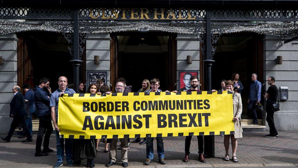 Anti-Brexit-Demonstranten in Belfast: Nordirland-Frage als Knackpunkt