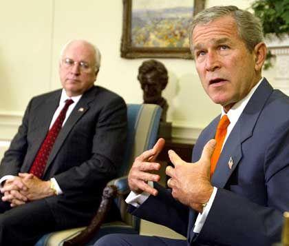 Dick Cheney, George W. Bush: Angeblich wollen sie die neuen Erkenntnisse einsetzen, um Deutschland in der Irak-Frage unter Druck zu setzen