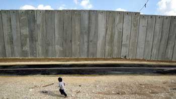 Israelischer Sicherheitswall: Bislang wurden 200 Kilometer fertig gestellt