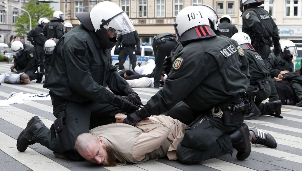 Ausschreitungen in Solingen: Salafisten vs. Pro NRW