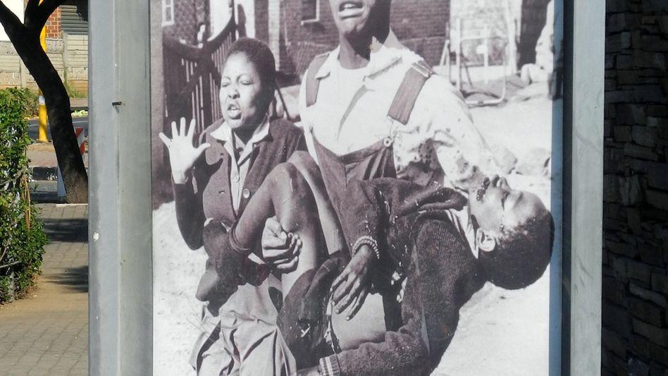 Hector-Pieterson-Mahnmal in Soweto, Johannesburg, zeigt das Foto von Sam Nzima