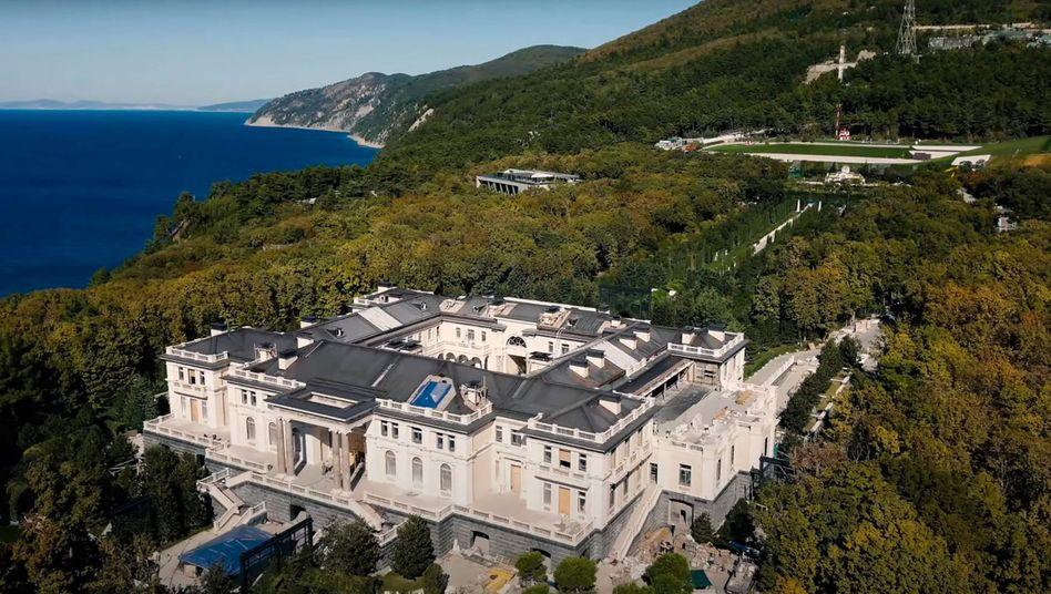 Das Luxusanwesen am Schwarzen Meer, das der Oppositionelle Alexej Nawalny Präsident Wladimir Putin zuschreibt