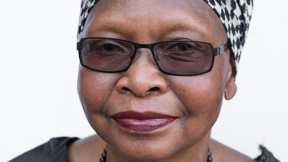 """Mantoa Khanye: """"Weiße können nach Afrika gehen und dort Grundstücke kaufen, als Schwarze Person kriegst du hier in Deutschland nicht mal eine Wohnung"""""""