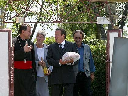 Schröder on his way to the grave of the father he never knew. Was it a sincere gesture?