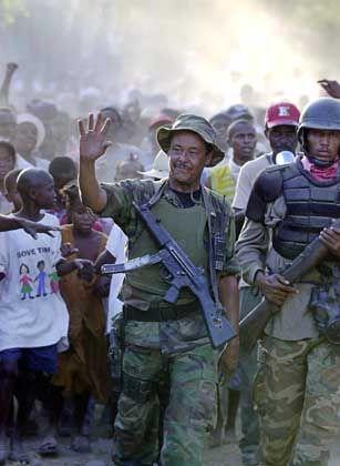 Eroberung der Stadt Hinche: Louis Jodel Chamblain gehört zu den Militärs, die sich den Rebellen angeschlossen haben