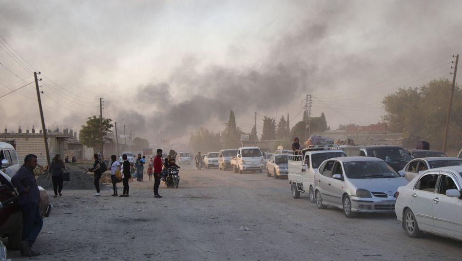 Ras al-Ayn, Nordostsyrien: Syrer fliehen vor türkischen Angriffen
