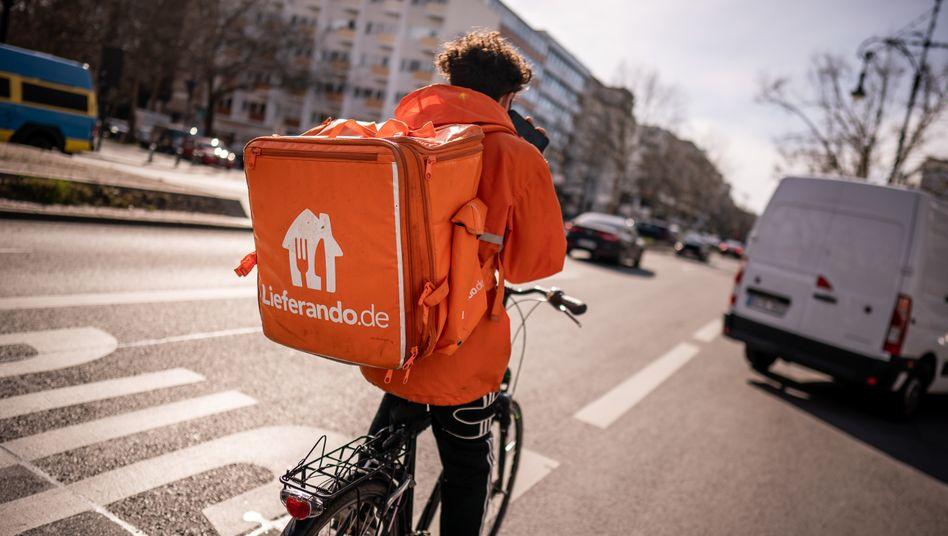 Ein Lieferando-Fahrer in Berlin