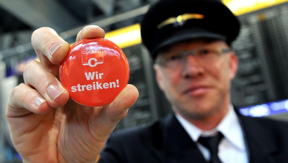 """Streikender Lufthansa-Pilot (Archivbild): """"Es gibt ja auch andere, die gut verdienen"""""""