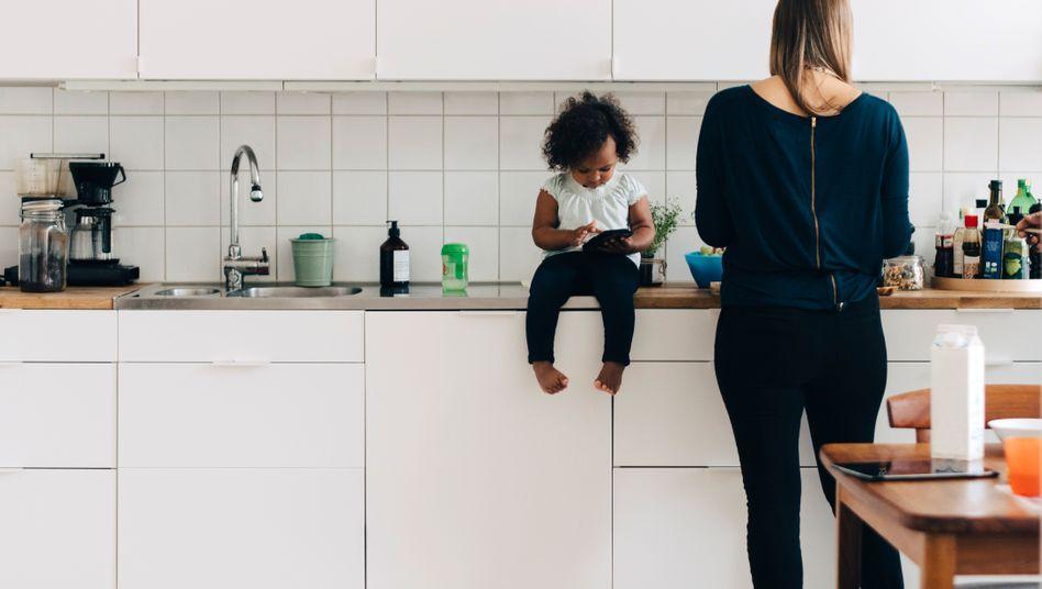 Paare nutzen immer häufiger die Elternzeit - und nehmen staatliche Unterstützung in Anspruch