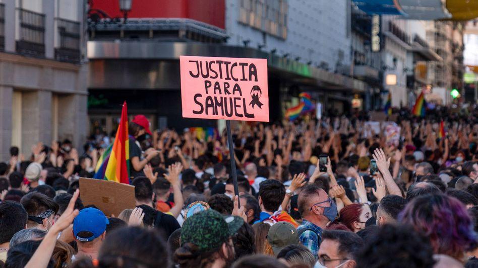 Protestplakat bei einer Demo am Montagabend in Madrid: »Gerechtigkeit für Samuel«