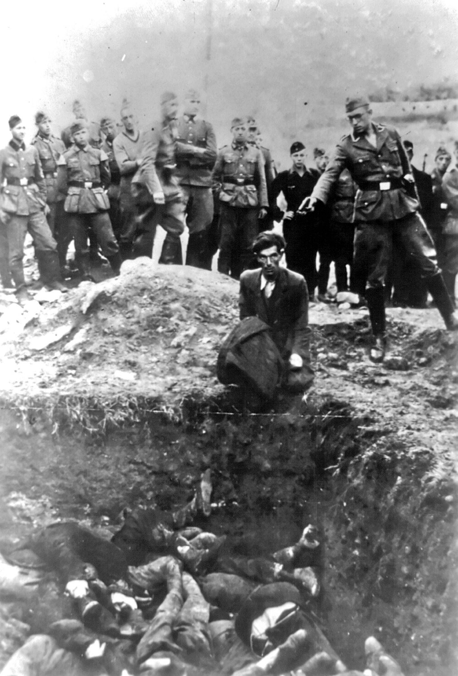 World war two holocaust Jews from Vinnitsa Ukraine executed by Einsatzgruppen 1941 World war two