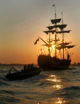 """Am Vorabend der Flottenparade: Die """"Gran Turk"""" im Hafen von Portsmouth"""