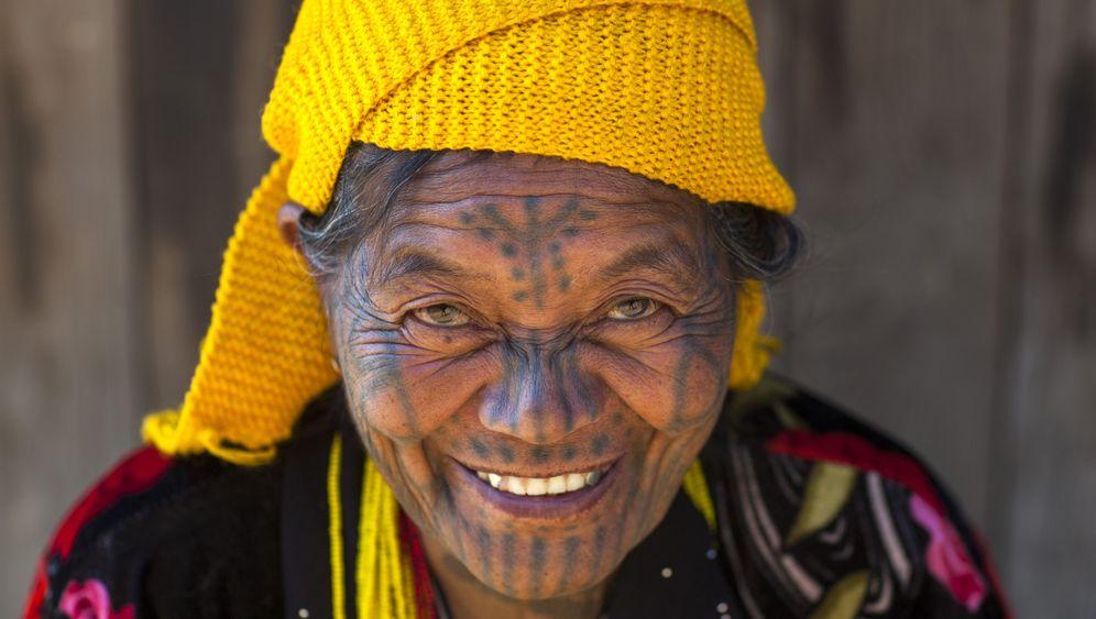 Projekt von Fotograf Eric Lafforgue: Die Tattoos der Chin-Frauen
