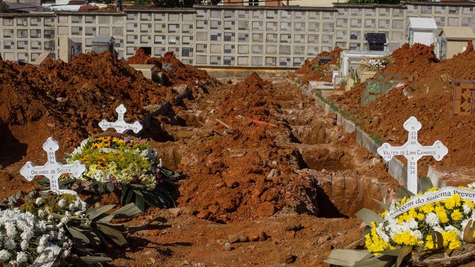 Die Todeszahlen steigen weiter: Ein Friedhof in São Paulo (Symbolbild)
