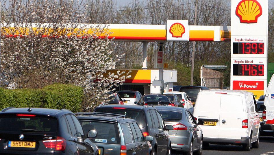 Schlange vor der Zapfsäule im englischen Gateshead: Tankstellen wegen Staus geschlossen
