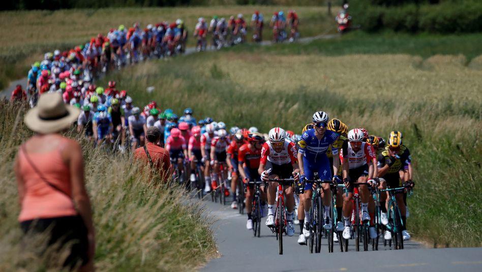 Eine einzige Zuschauerin beim Radsport - das könnte 2020 so gerade noch erlaubt sein