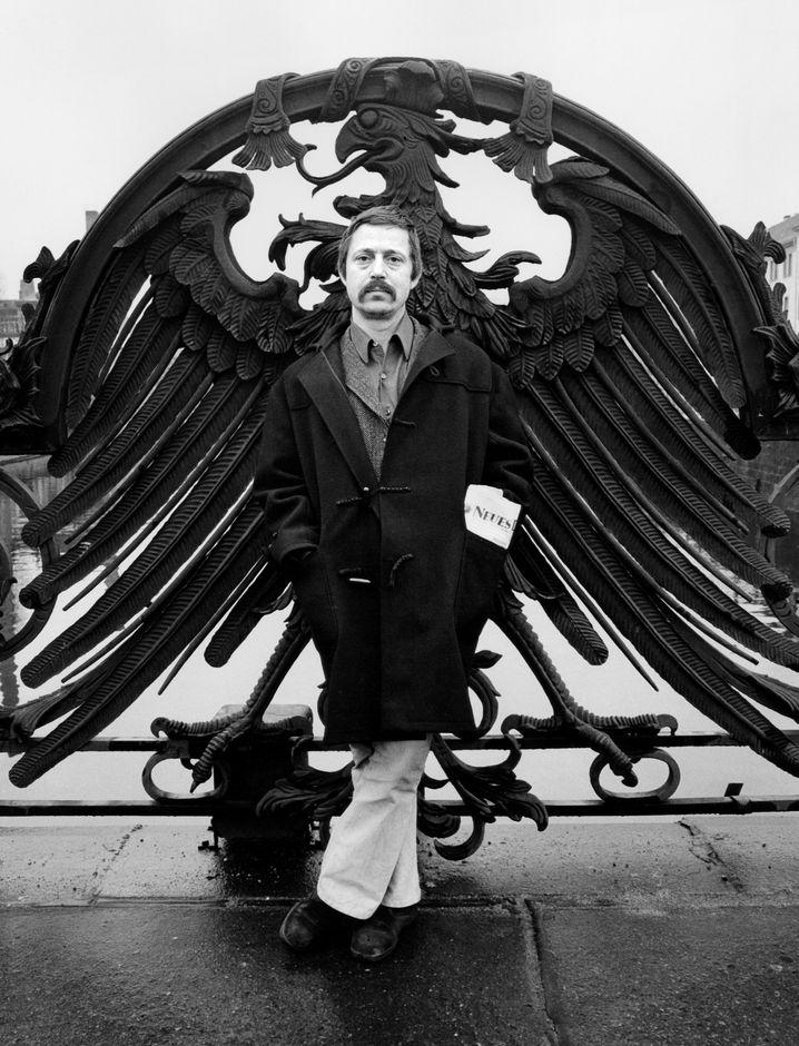 Künstler Biermann auf der Weidendammer Brücke 1975: Sängerwettstreit mit Ginsberg