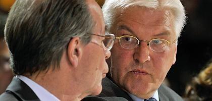 SPD-Chef Müntefering, Kanzlerkandidat Steinmeier: Postkarte ans Finanzamt