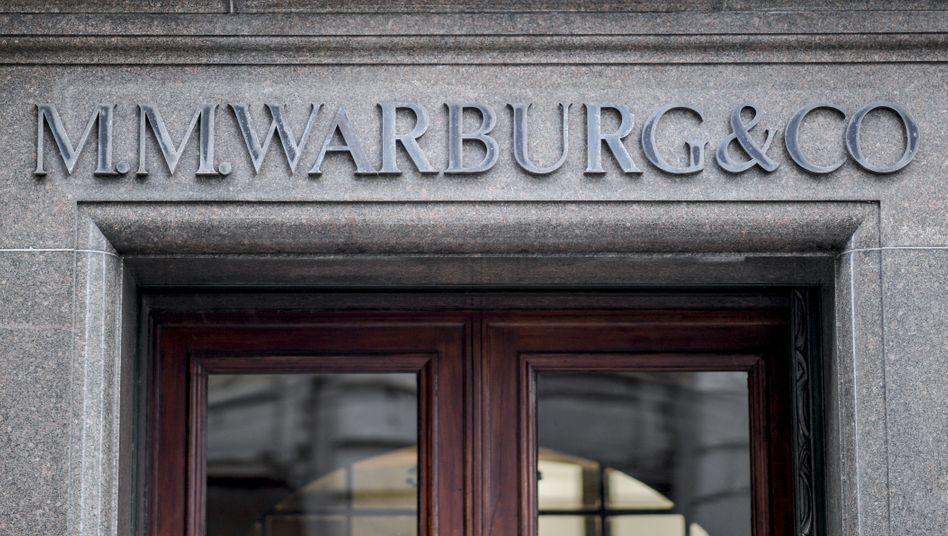 Haupteingang der Warburg-Bank in Hamburg: Millionenzahlung für den Fiskus