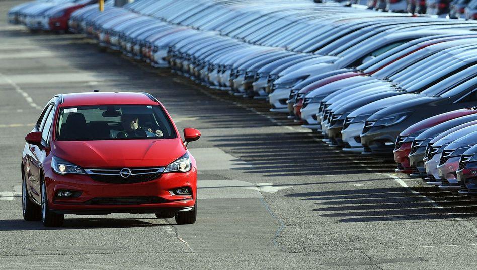 Neue Opel-Wagen am Werk in Ellesmere Port