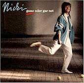 """Nicki-LP mit """"Wegen dir"""": Deutsche Texte in weiß-blau-karierter Grammatik"""