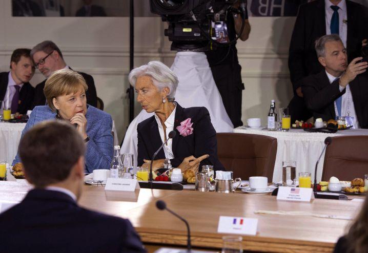 Lagarde und Merkel warten auf Trump