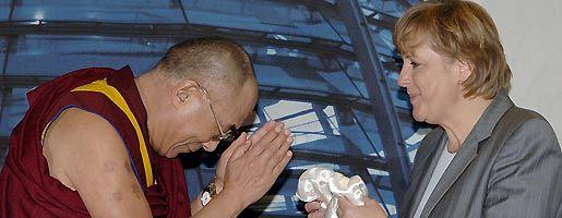 """Merkel mit Dalai Lama: """"Sicher wieder"""""""