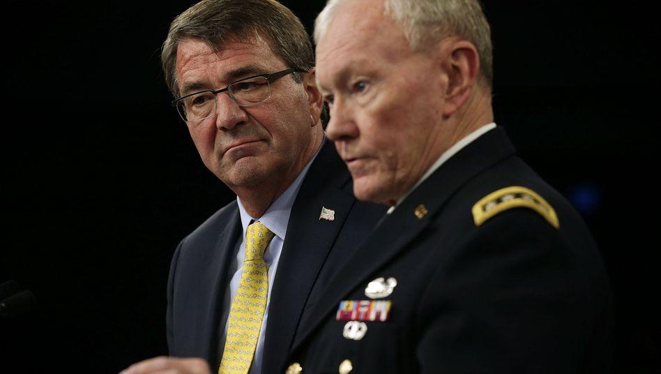 """US-Verteidigungsminister Carter mit Generalstabschef Dempsey: """"Künftige Konflikte werden länger dauern und auf einem schwierigeren Schlachtfeld stattfinden"""""""