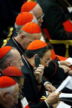 """Kardinal Rodriguez Maradiaga am Telefon: Hat er die Nummer aus dem """"Annuario Pontificio"""" herausgesucht?"""