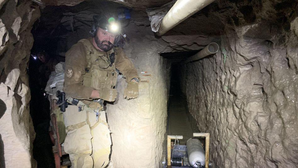 Illegaler Tunnel unter der Südgrenze der USA: Fahrstuhl, Schienensystem, Lüftung, Abwassersystem