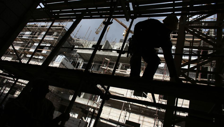 """Arbeiter auf der Baustelle in der umstrittenen Siedlung Gilo: """"Gefährliche"""" Haltung Israels?"""