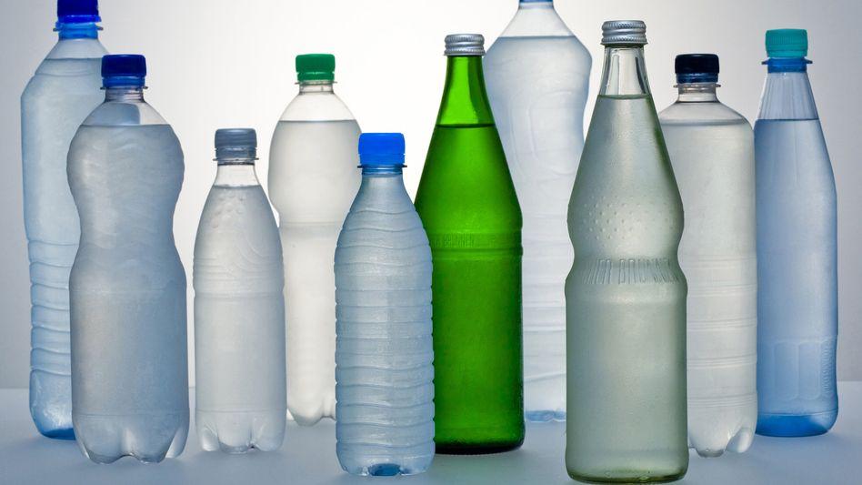Anonymisierte Mineralwasserflaschen: Ursprüngliche Reinheit in Gefahr