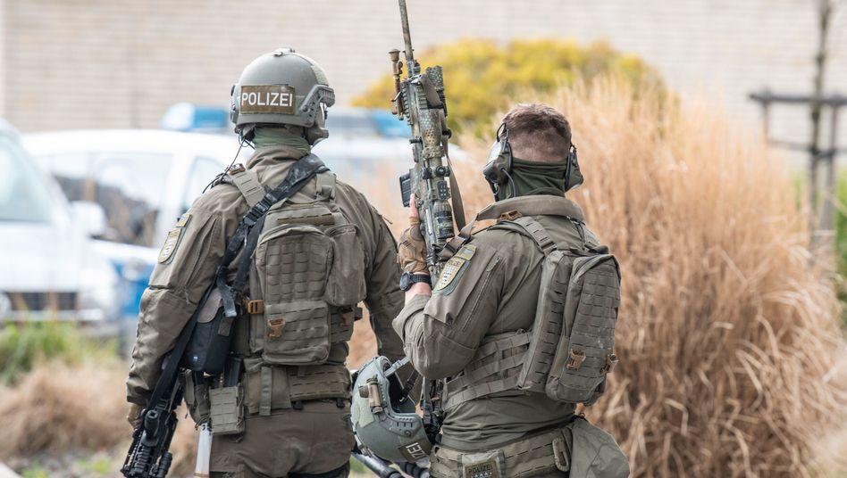 Beamte eines Spezialeinsatzkommandos der Frankfurter Polizei (Symbolbild)