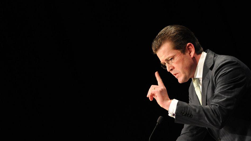 Minister Guttenberg: Im Kreuzfeuer der Kritik