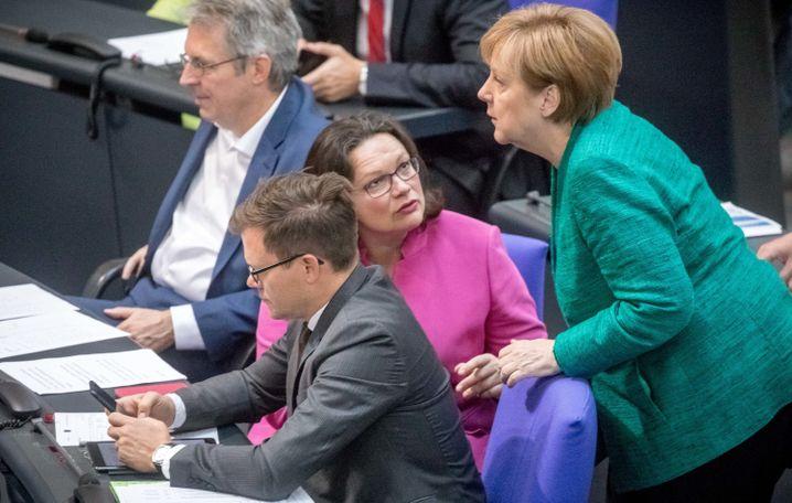 Bundeskanzlerin Angela Merkel, SPD-Fraktionschefin Andrea Nahles (im Bundestag)