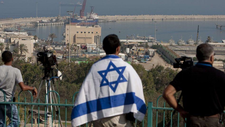 Israeli mit Nationalflagge in Aschdod: Schuld sind immer die anderen
