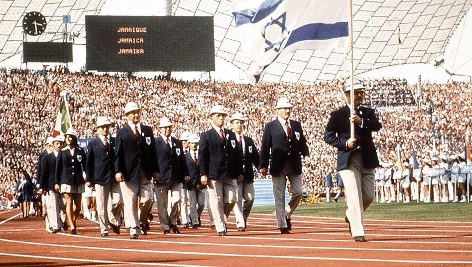 Einmarsch der israelischen Mannschaft ins Olympia-Stadion 1972: Alle Geiseln ermordet