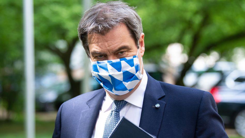 Markus Söder (hinter weiß-blauer Maske): 46 Prozent wünschen ihn als Kanzler