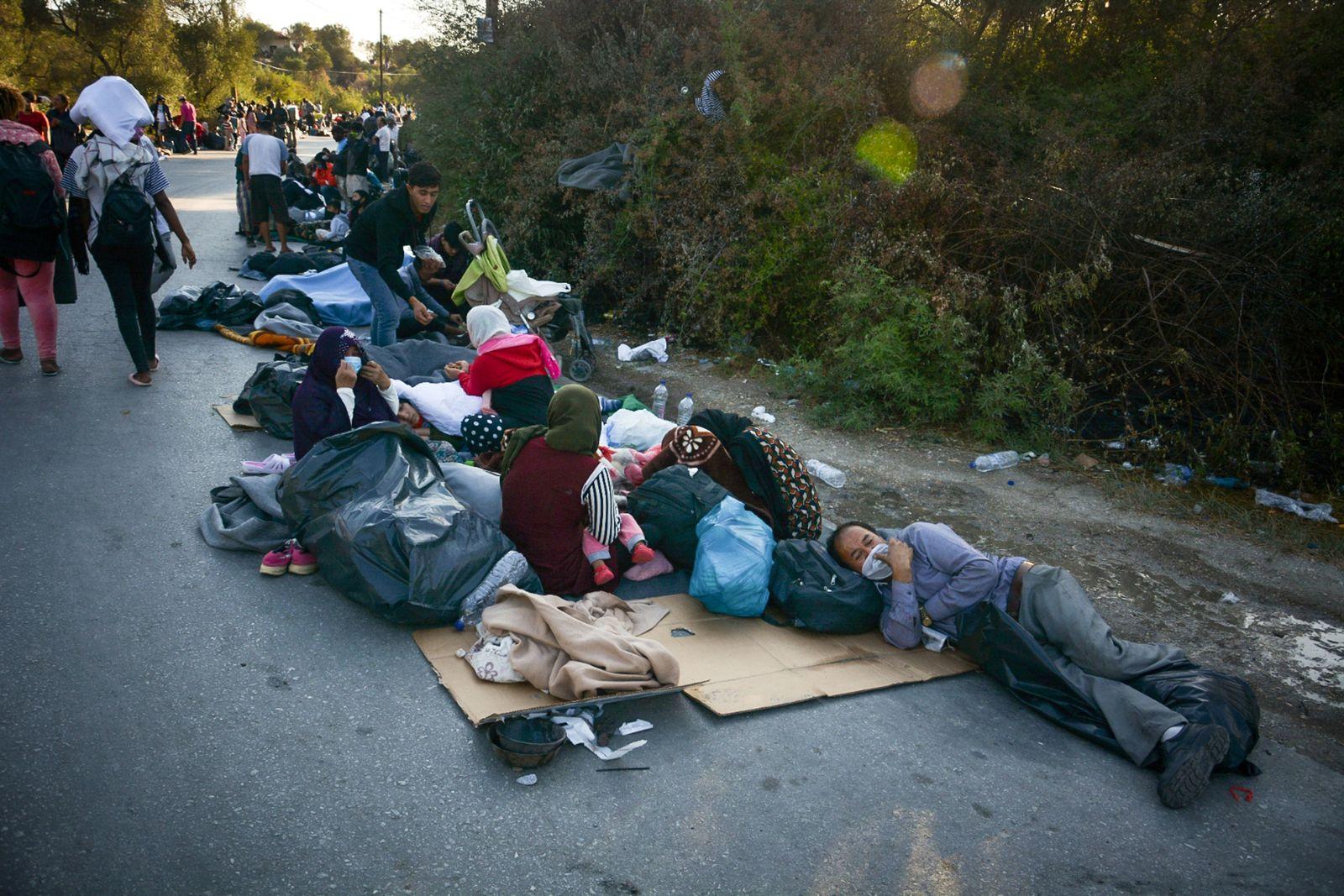 Tausende von Migranten flohen vor mehreren Bränden im Flüchtlingslager Moria auf der griechischen Insel Lesbos, die ein