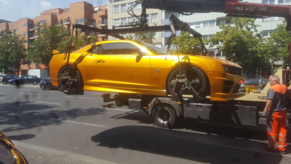 """""""Transformers""""-Autos: Hier baumeln «Bumblebee» und «Barricade»"""