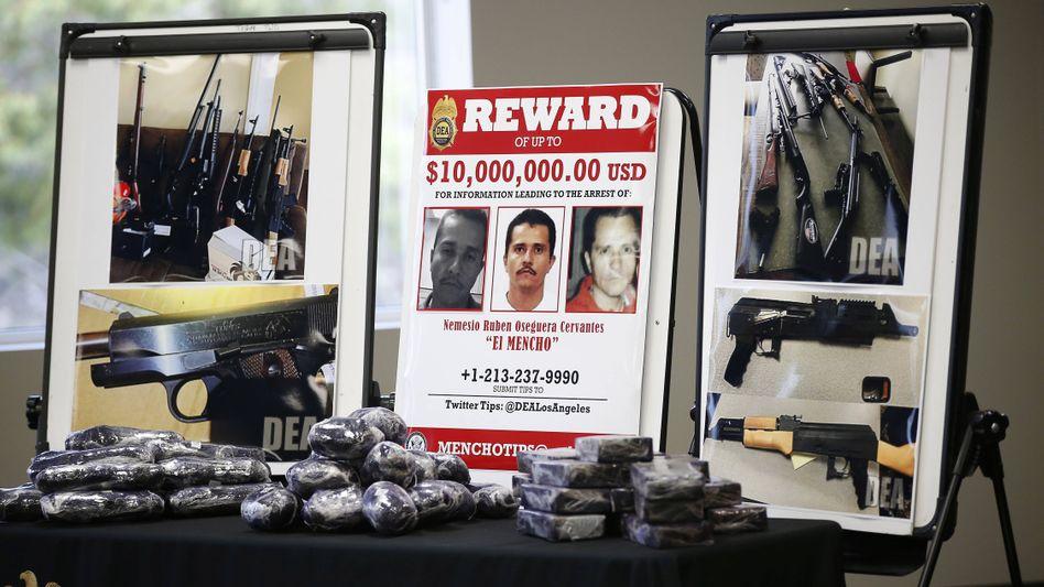 """Drogenboss """"El Mencho"""" auf einem Fahndungsplakat: Synthetische Drogen für die USA"""