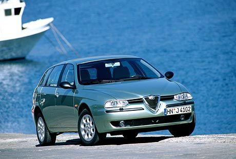 Ganz die Limousine: Bei der Frontpartie des Alfa 156 Sportwagon haben sich die Italiener am Vorbild des Coupés orientiert