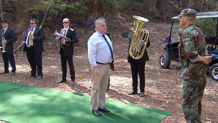 Als Günther Krause das Dschungelcamp betrat, spielte eine Festkapelle die deutsche Nationalhymne - nur kurze Zeit später verließ Krause das Camp wieder
