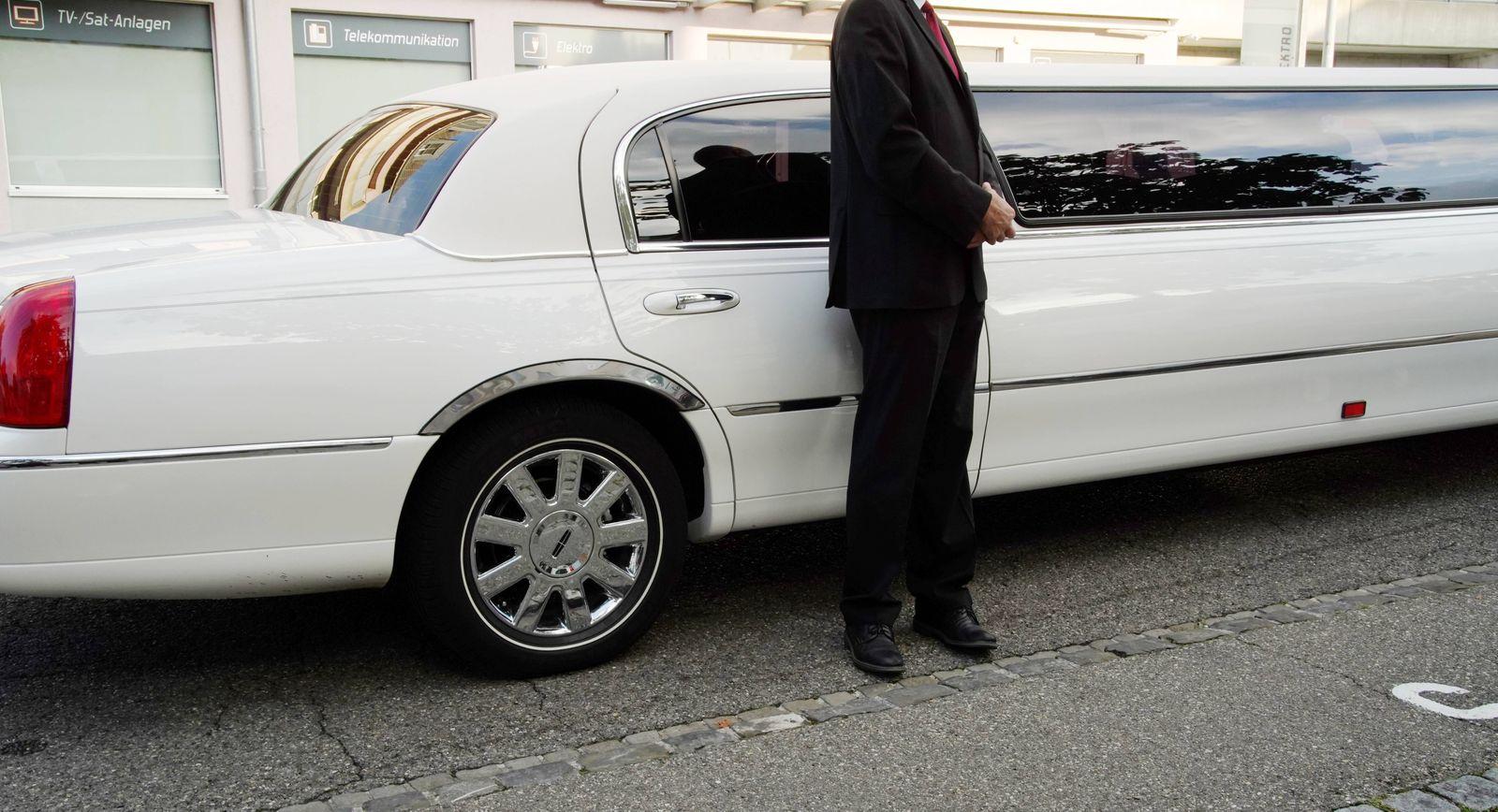 Foto Manuel Geisser 23.09.2020 Hochzeitsbranche. Privatchaffeur Stretchlimousine Business Chauffeurservice *** Photo Man